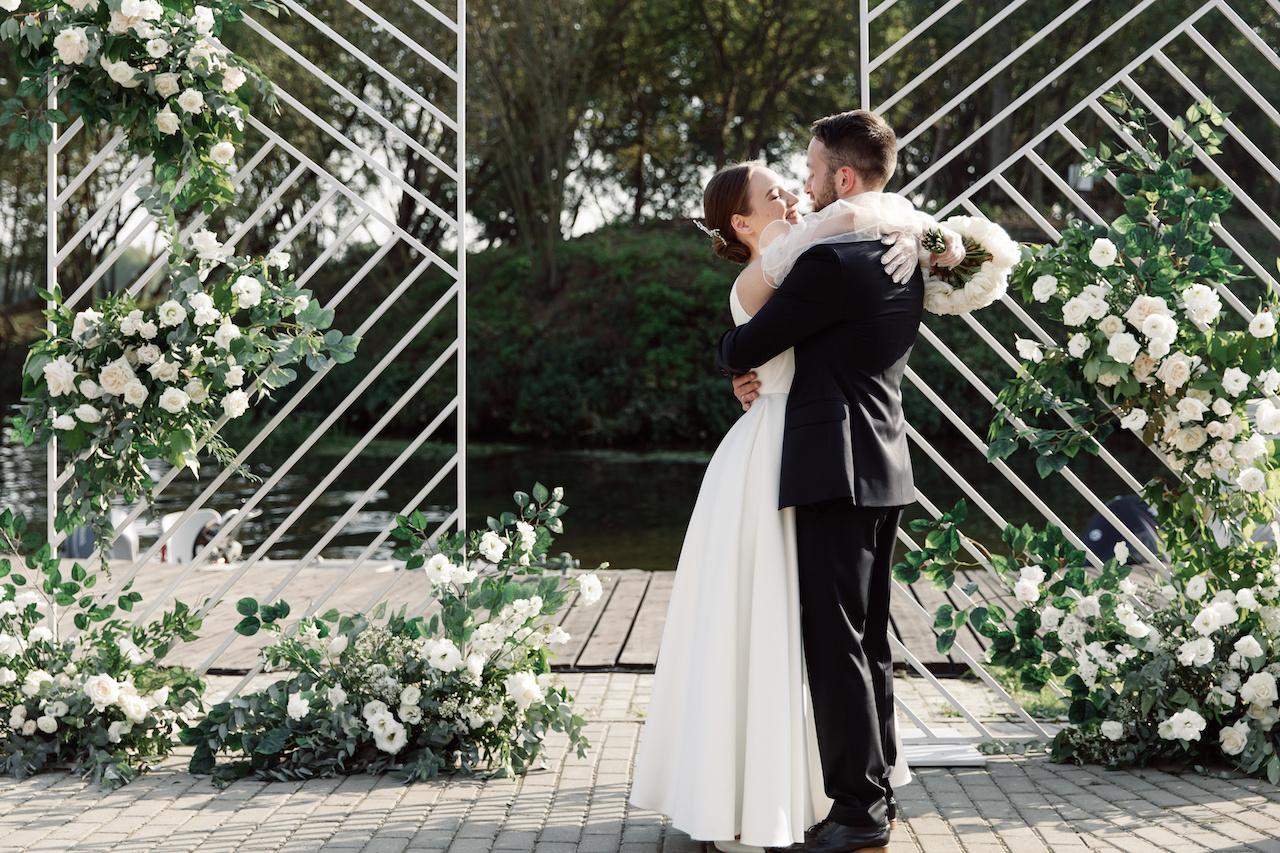 Classic: лаконичная свадьба на загородной площадке