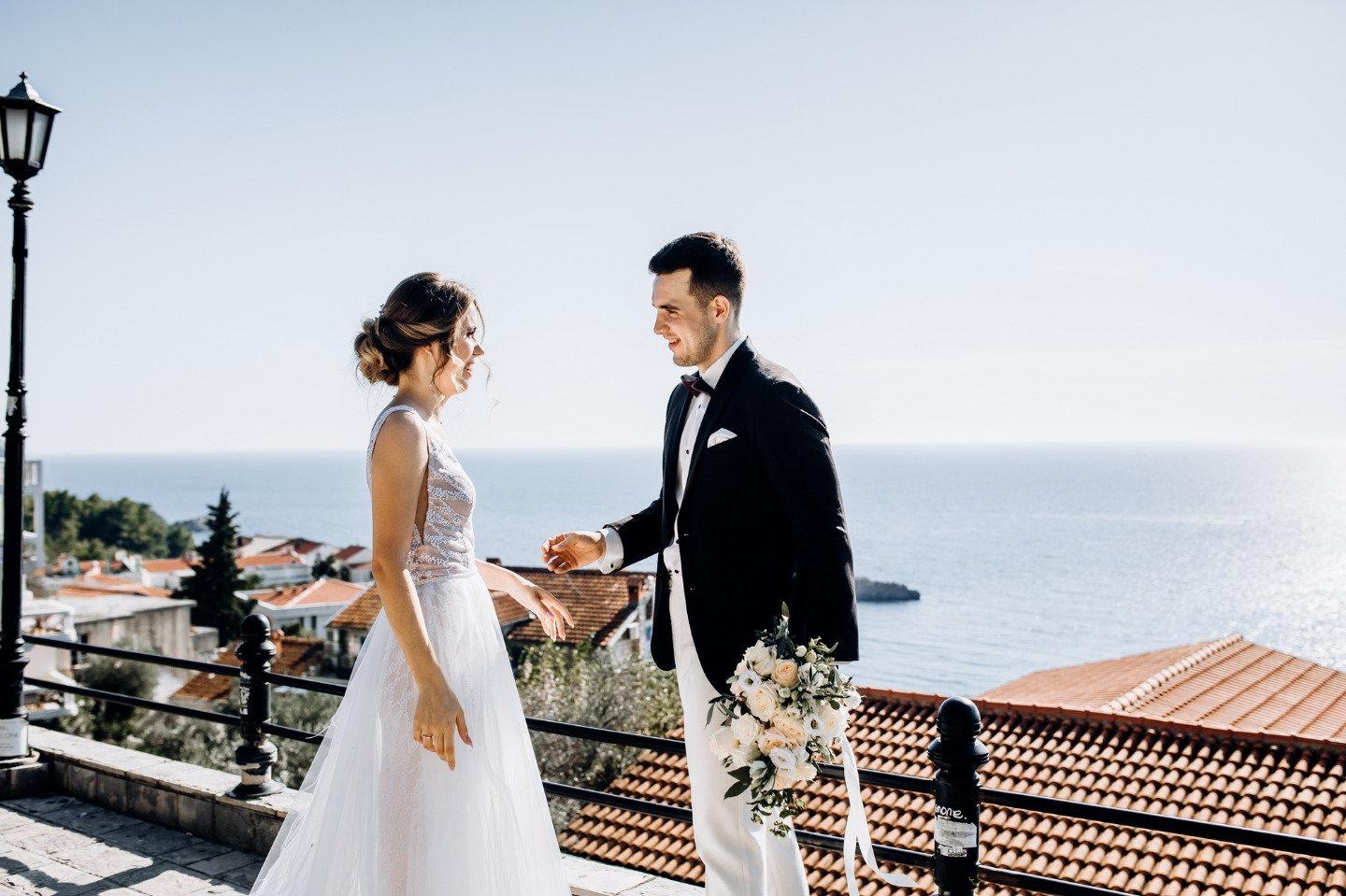 Бирюзовое море: романтическая свадьба в Черногории