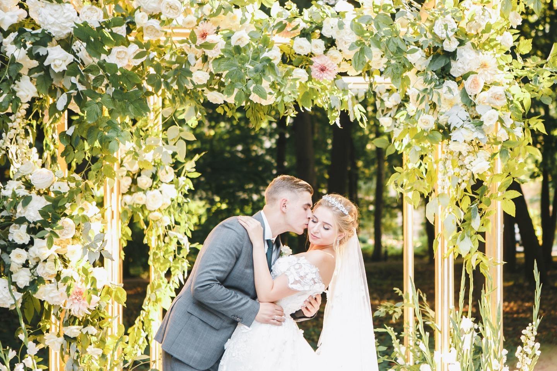 Лесная сказка: эко-свадьба на загородной площадке