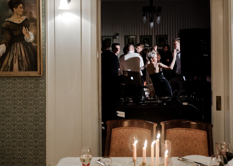 Лаконичная свадьба в историческом замке в Финляндии