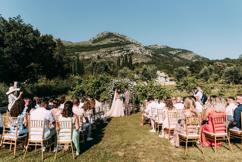 Лаконичная свадьба в Черногории на вилле