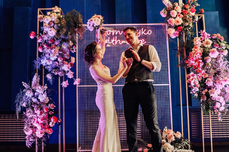 Неон: яркая свадьба-вечеринка