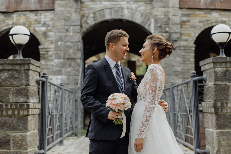 Нежность: классическая свадьба за городом