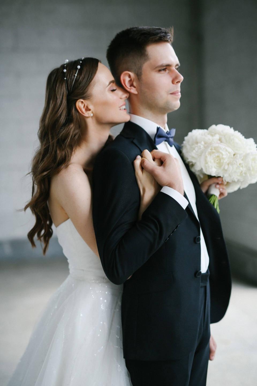 Гармония белого: классическая свадьба в ресторане