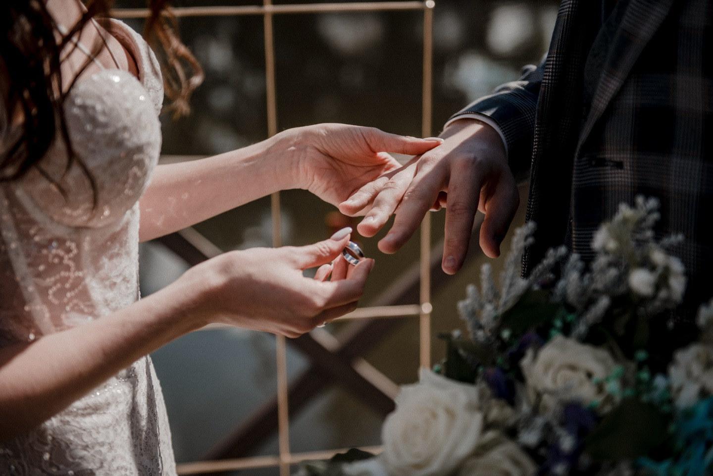Изумрудная галактика: свадьба в темных оттенках
