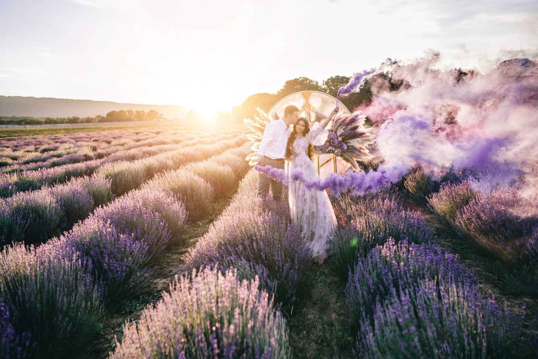 Лавандовая мечта: воздушная свадьба в фиолетовых оттенках