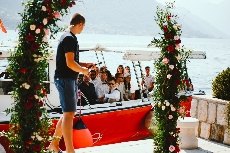 Ягодные оттенки: интернациональная свадьба в Черногории