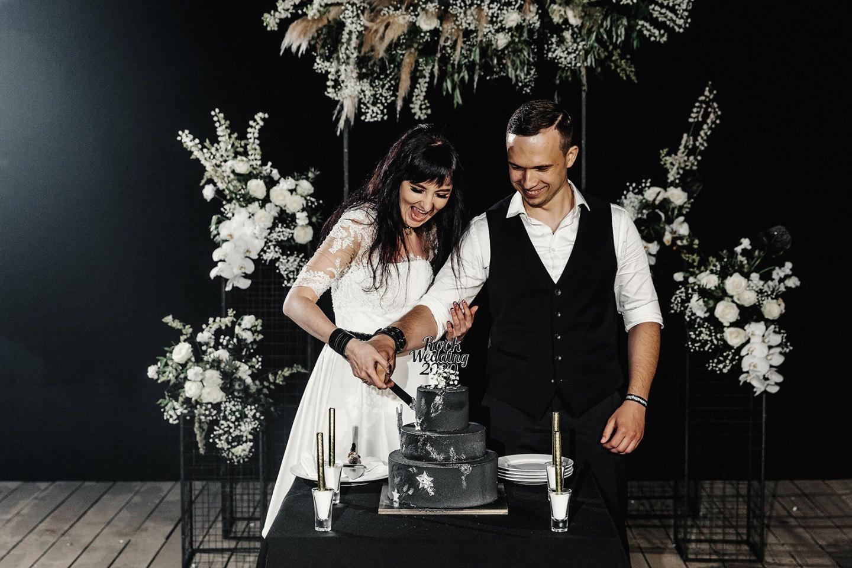 «Роковая готика»: тематическая свадьба в усадьбе
