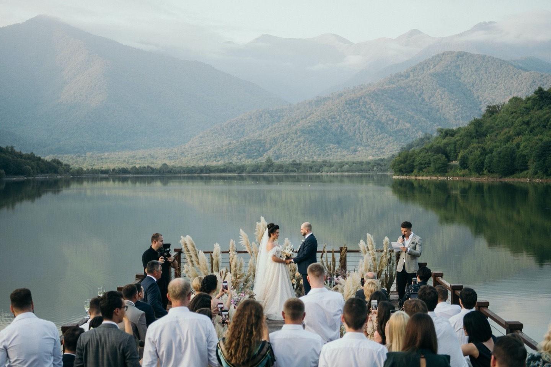 «Созрели в Кварели»: воздушная свадьба в Грузии