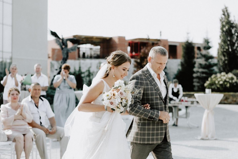 Лаконичная классика: свадьба в парк-отеле