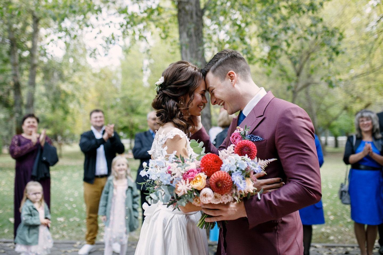 Винтаж и русские традиции: яркая свадьба в парк-отеле
