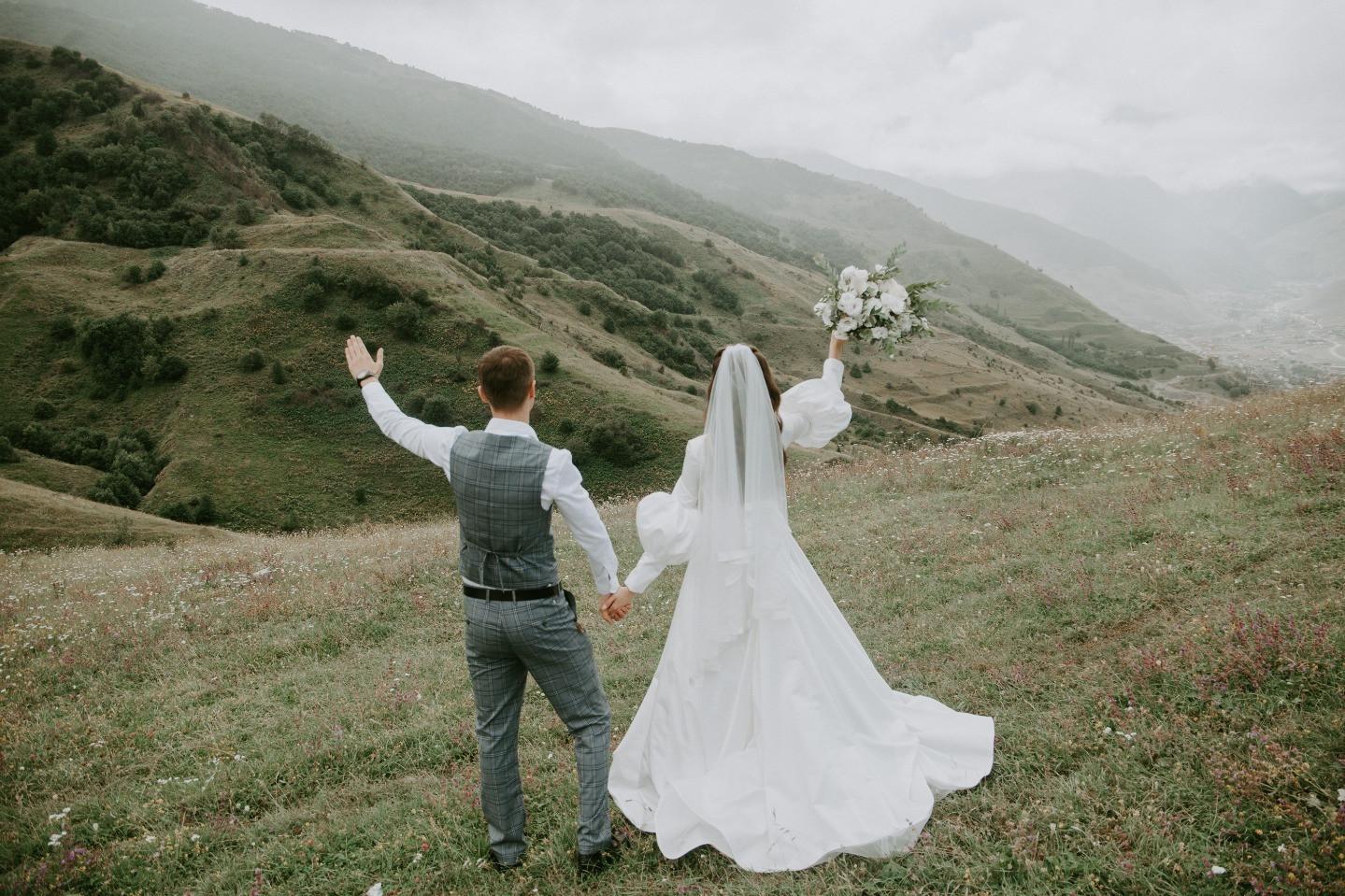 Воздушная эко-свадьба в Осетии на природе
