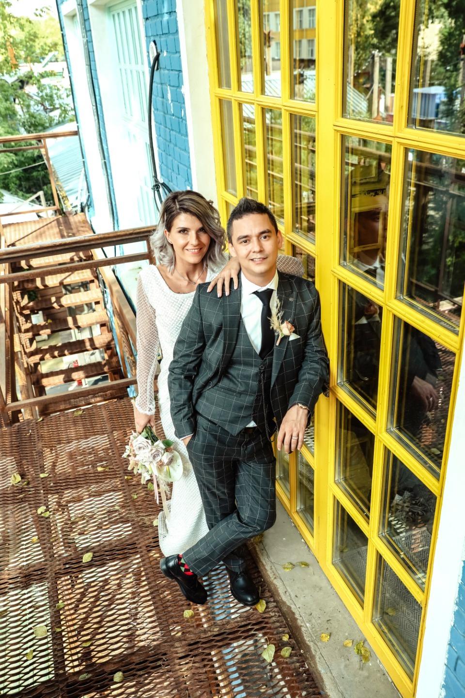 Яркая свадьба-вечеринка в лофте