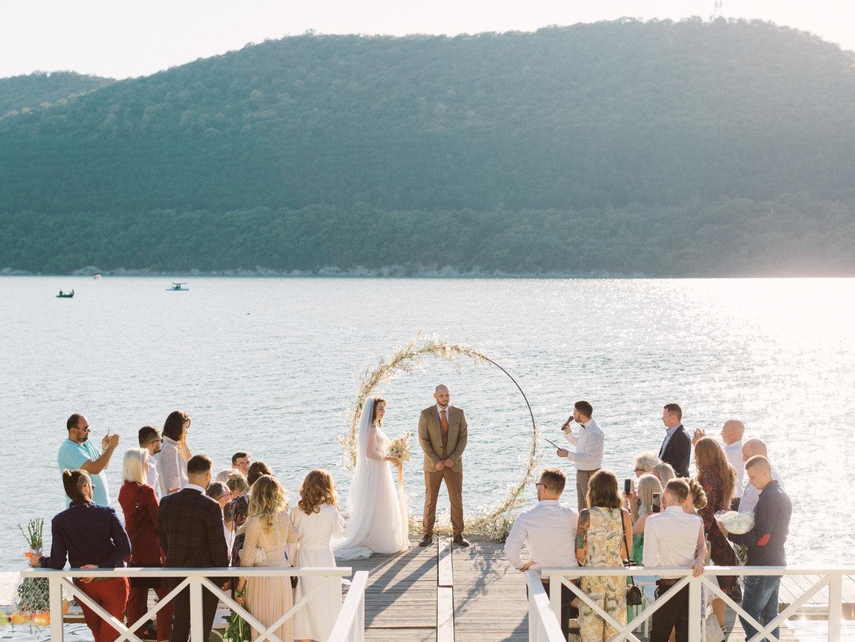 Российская Тоскана: уютная свадьба на озере в Абрау-Дюрсо