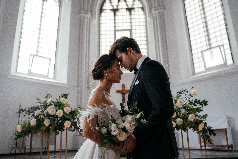 Church wedding: стилизованная фотосессия в Англиканской церкви