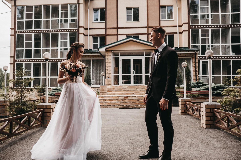 «Наш кино жанр»: тематическая свадьба в темных оттенках