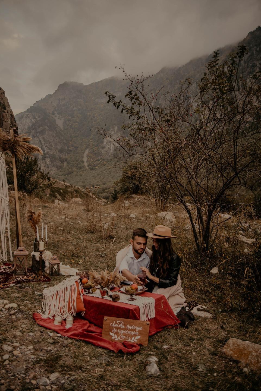 Уютная бохо-свадьба для двоих в горах