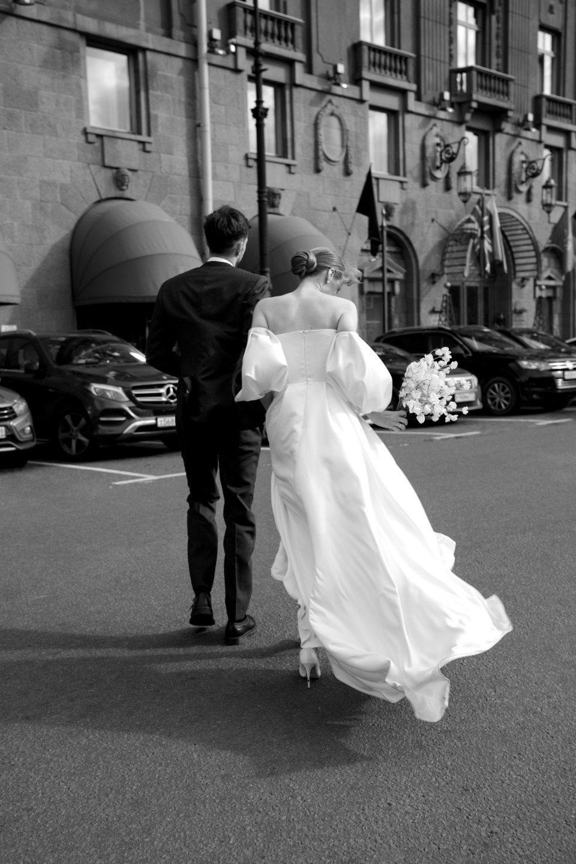 Утонченность: лаконичная свадьба в ресторане
