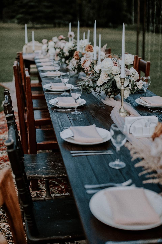 Пикник на поляне: уютная свадьба на природе