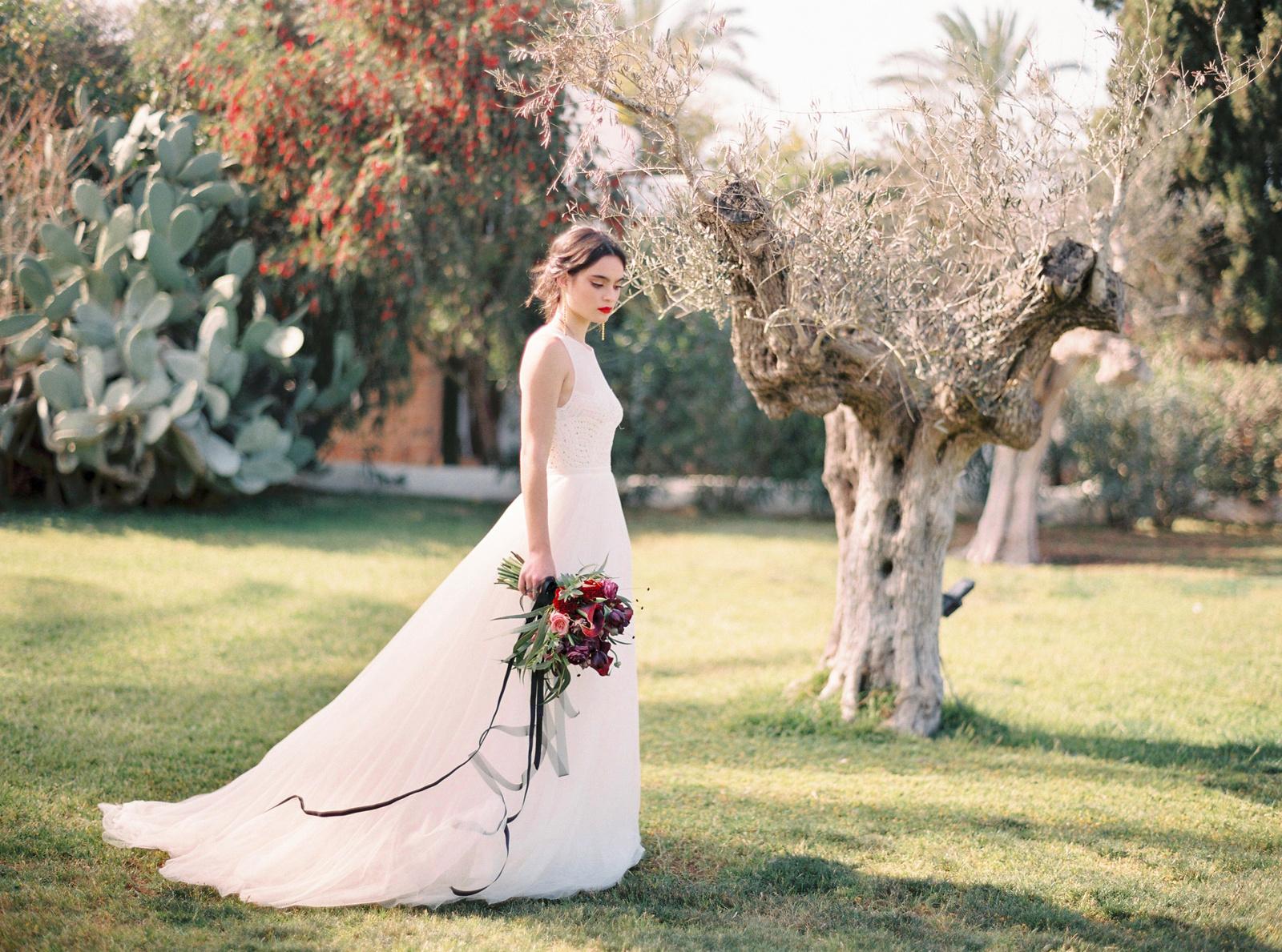 Minimalism and elegance in Ibiza: стилизованная яркая фотосессия