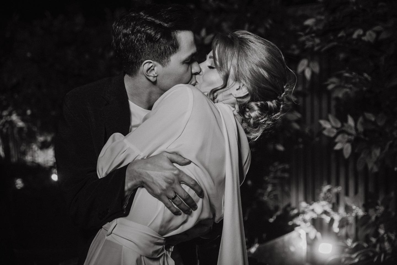 Теплый вечер: душевная свадьба с красным акцентом