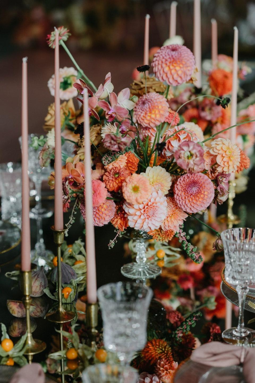 Orange accent: элегантная свадьба у воды