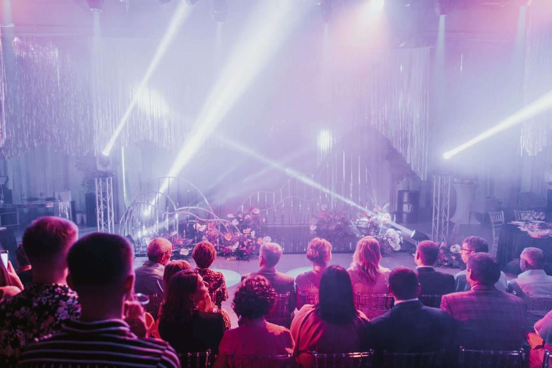 Disco from the 80s: тематическая яркая свадьба