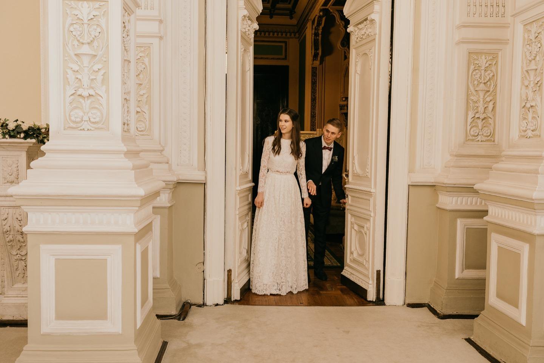 Любовь в феврале: элегантная свадьба в светлых оттенках