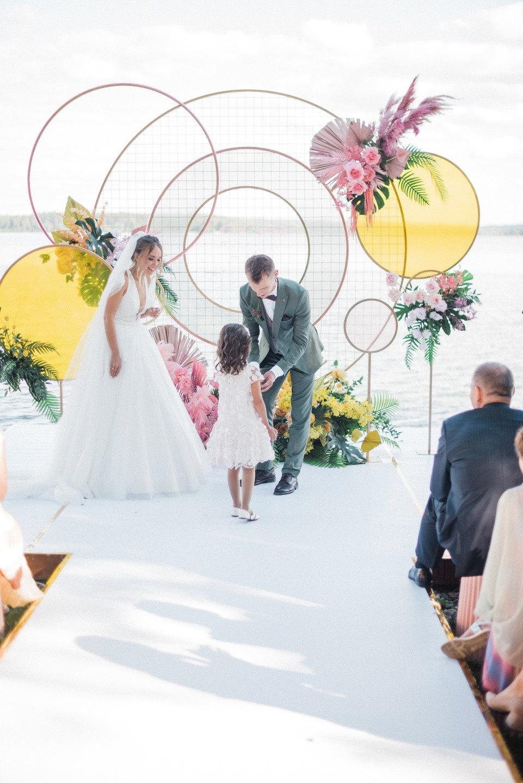 Яркая свадьба с геометричными акцентами