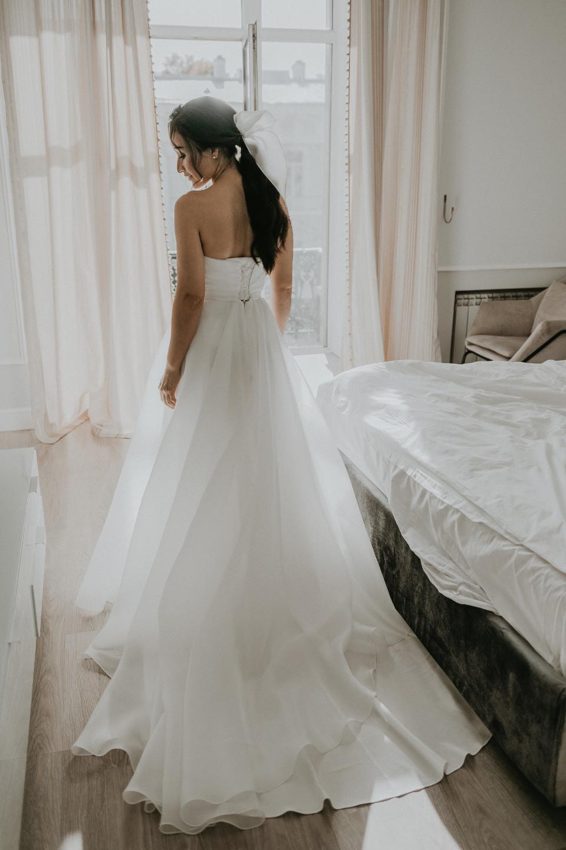 Airy minimalism: воздушная свадьба на теплоходе