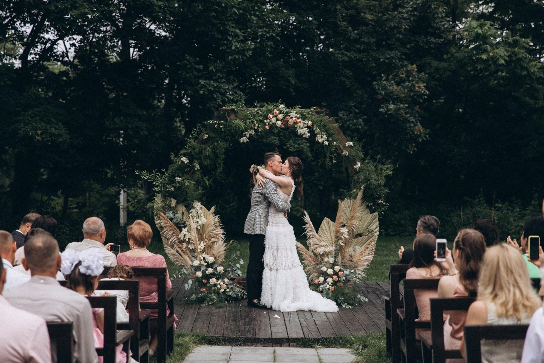 На природе: свадьба с элементами рустик стиля