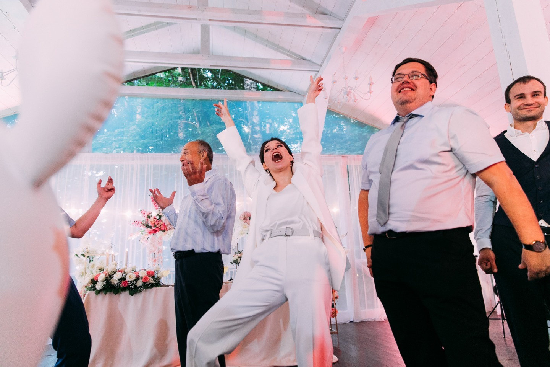 Лесной берег: эко-свадьба с розовым акцентом