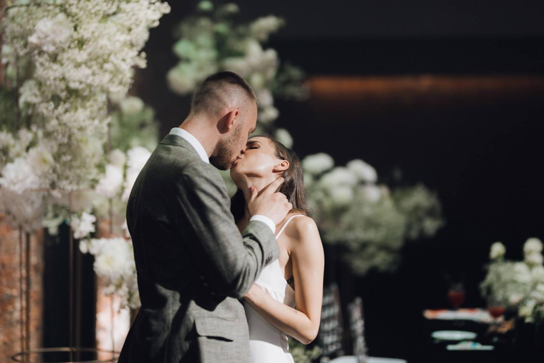 Черное золото: свадьба в лофте