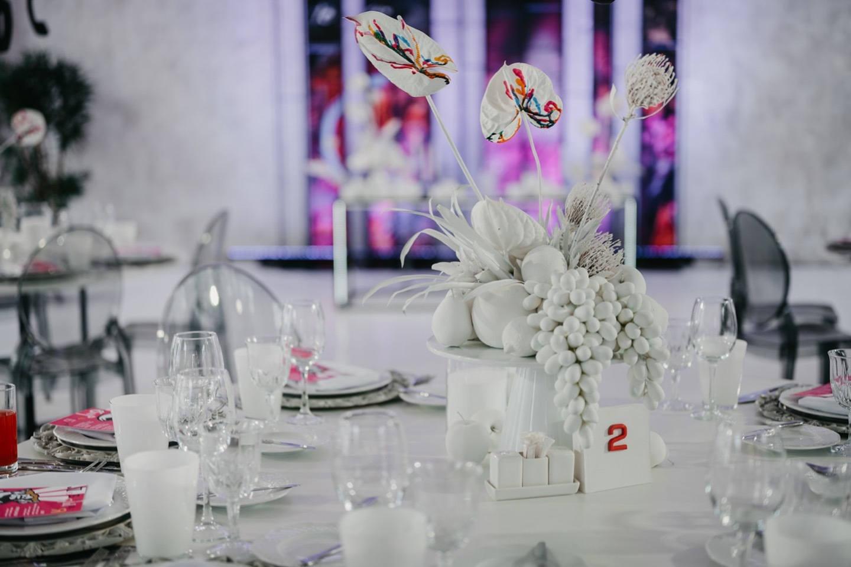 «Любящая борьба»: яркая и концептуальная свадьба-вечеринка