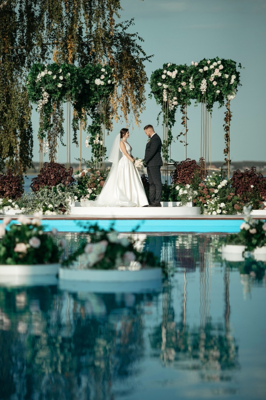 Forest theme: эко-свадьба у воды