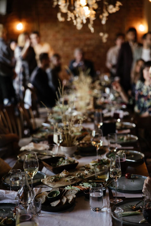 Естественность, легкость и атмосферность: свадьба в баре