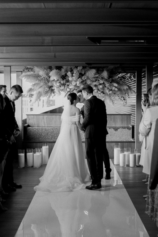 Осенняя свадьба в баре на крыше Hyatt Regency