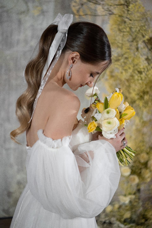 Spring in the heart: стилизованная фотосессия в серо-желтых оттенках
