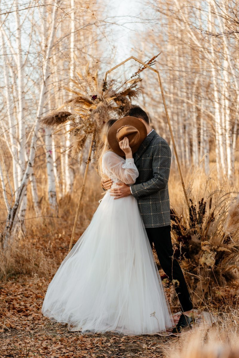 Лесная свадьба для двоих в стиле бохо: стилизованная фотосессия