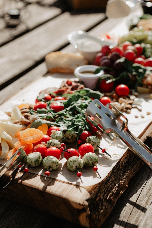 Семейный ужин под открытым небом: свадьба-летнее вдохновение