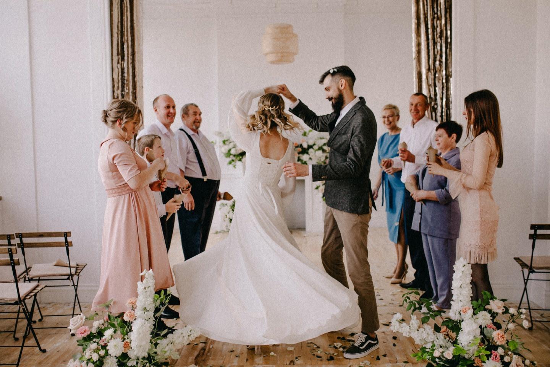 «Как в английском саду»: камерная свадьба в ресторане
