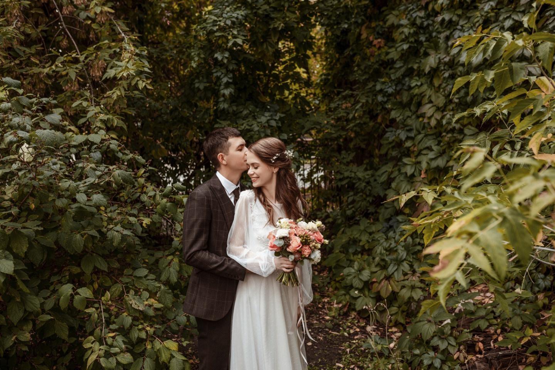 Сочетание бохо и рустика: камерная свадьба на природе