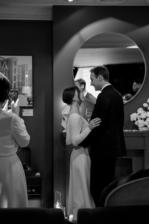Легкая ностальгия: камерная свадьба в ресторане