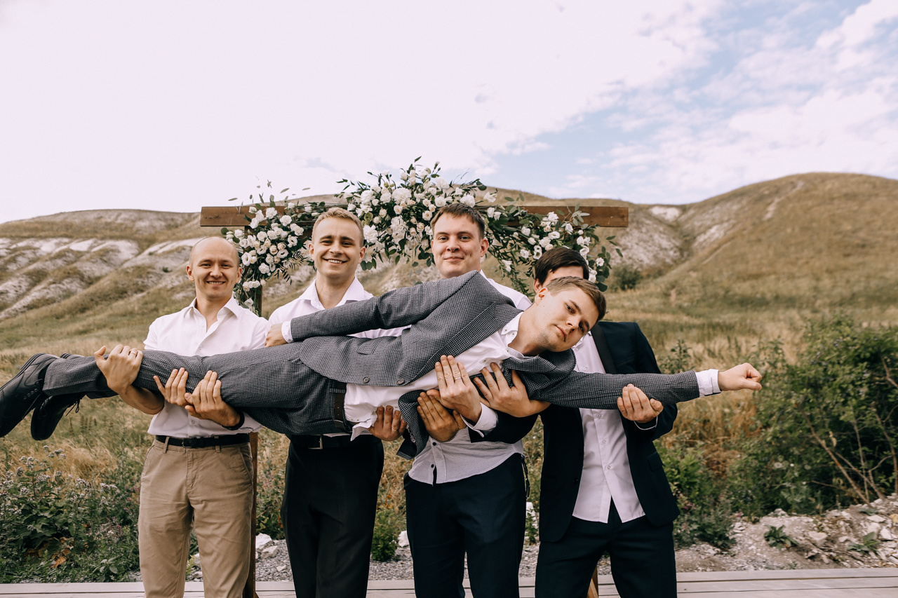 Бог соединил нас в холмах: уютная свадьба на природе