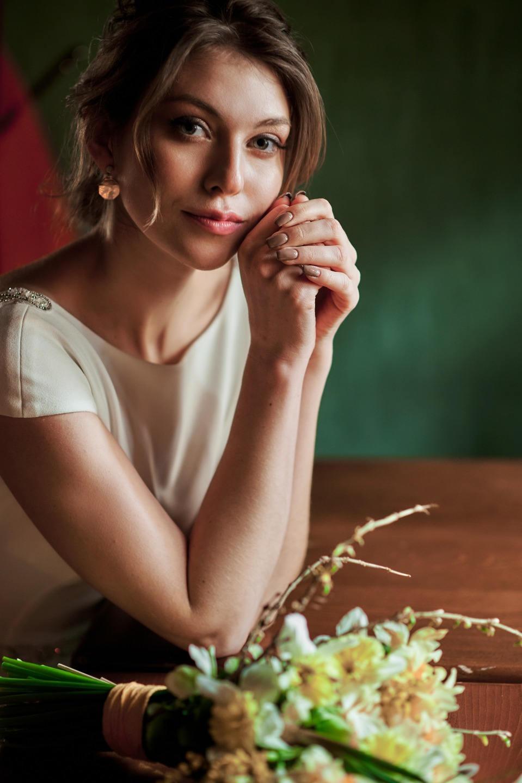 Французская романтика: стилизованная фотосессия в кафе