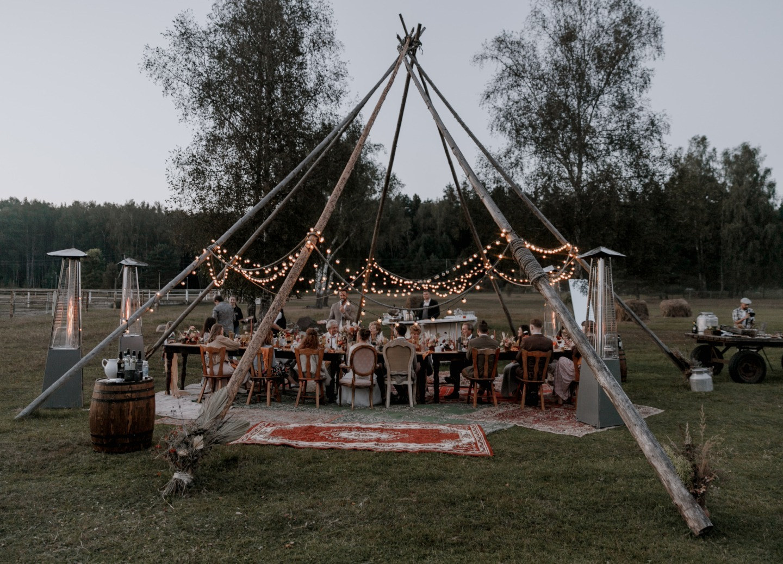 Идиллия богемного стиля: свадьба на природе