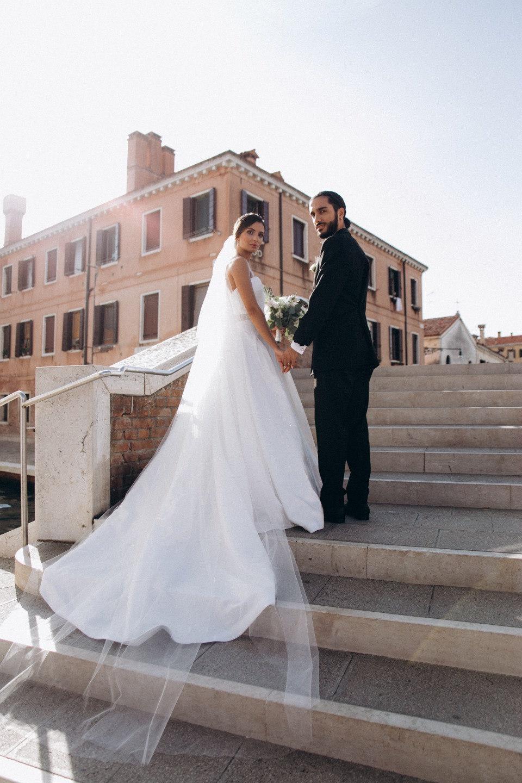Надежда, вера и любовь: стилизованная фотосессия в Италии