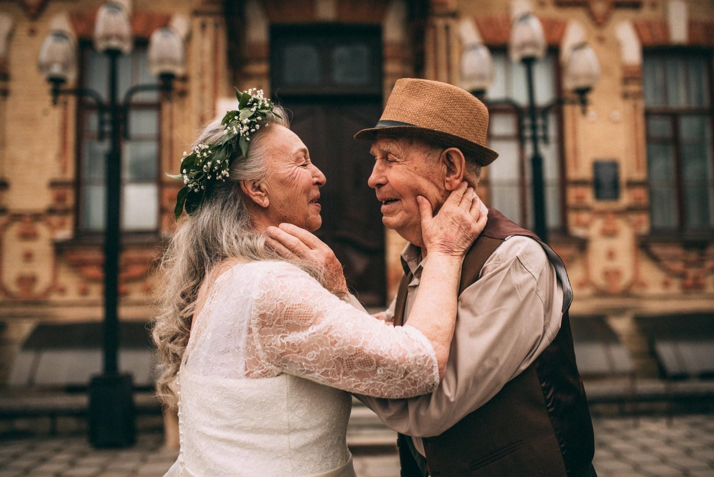 Бриллиантовая свадьба: стилизованная фотосессия о любви длиною в жизнь