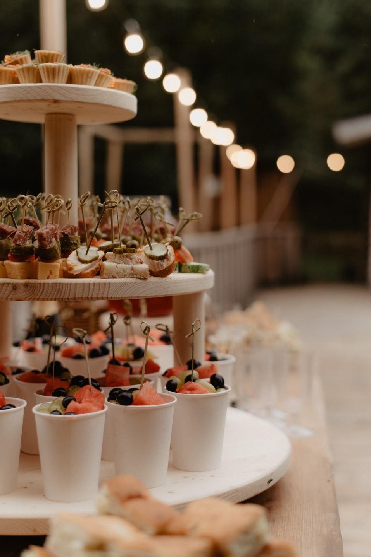 Камерная свадьба-вечеринка в лесу
