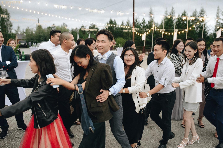 Juiciness: яркая свадьба-вечеринка